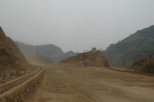 début de la route poussiéreuse